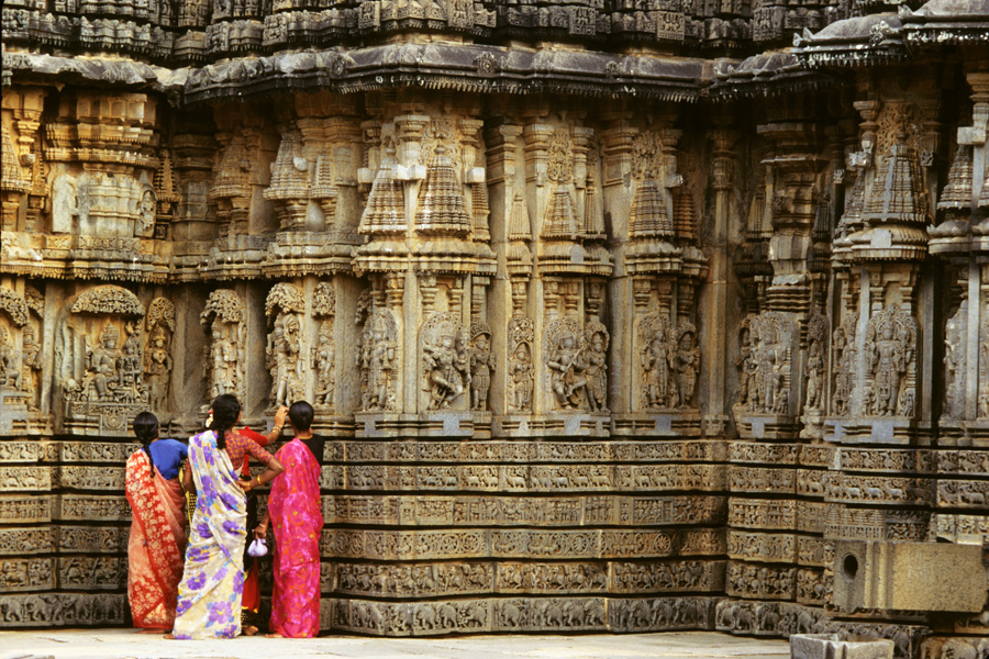 030 Indian women at Temple
